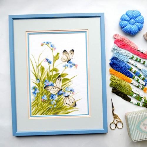 """Набор для вышивки крестом """"Бабочки в цветах"""""""